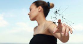 7 izvora negativne energije: Ako želite NAPREDAK u životu morate da ih se oslobodite!