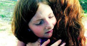 Zagrljaj – Moćniji od osmijeha, snažniji od riječi, intimniji od poljupca!