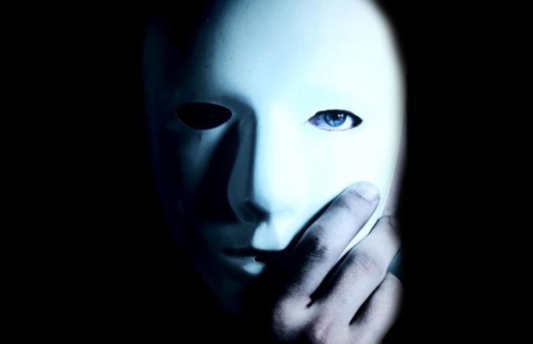 Neprijatelj pod MASKOM prijatelja: 8 Načina KAKO da prepoznate LAŽNU ljubaznu osobu