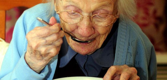 """Baka (108) dala najkraći savjet za dug i sretan život: """"Jedite zobenu kašu i izbjegavajte muškarce!"""""""