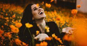 Prema istraživanjima, ŽENE su DVA PUTA SREĆNIJE kada su SLOBODNE