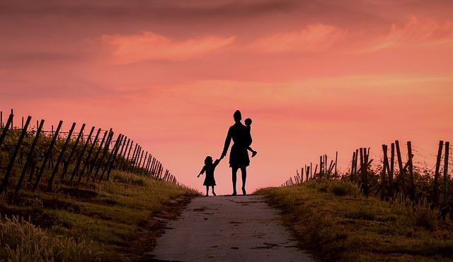 MAJČINA LJUBAV: Ovo je dokaz da majka može da učini skoro nemoguće za svog sina!