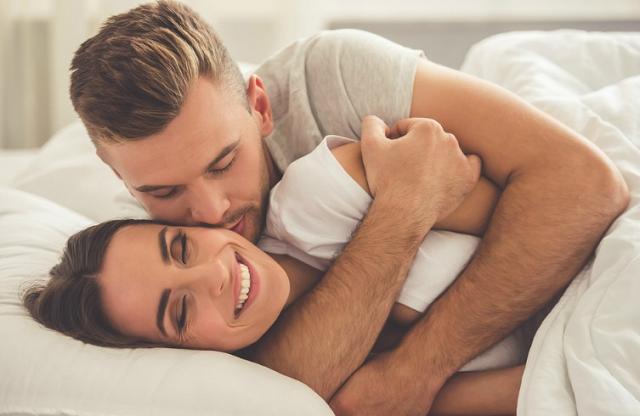 DA LI ZNATE: Šta se zapravo dogodi u ženskom tijelu kada ga muškarac zagrli?