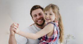 Očevi imaju veći uticaj na život ćerki nego majke