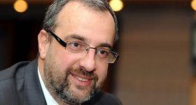 """Dr. Ranko Rajović: """"Posao je djeteta da se kreće, vrti, skače, a ne da satima gleda u mobitel!"""""""
