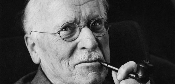 Ne zadržavaj ono što odlazi od tebe – 17 citata Carla Junga