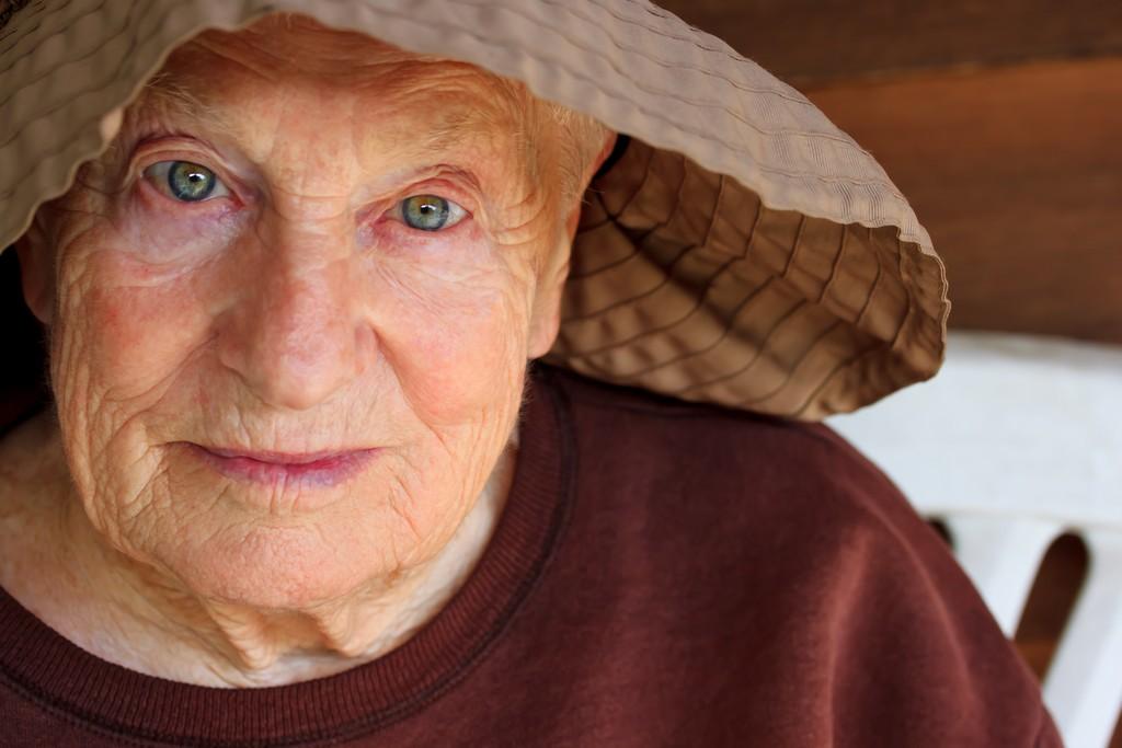 """Baka savjetuje: """"Žene, za sretan i dug život trebate bježati od 2 stvari"""""""