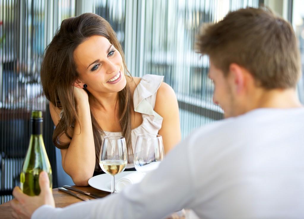 Jasni znakovi da ste jedno drugom privlačni i da niste samo prijatelji