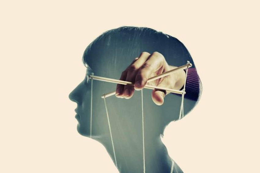 Ovo su metode manipulacije koje narcisoidne osobe koriste kako bi prodrle u vaš um