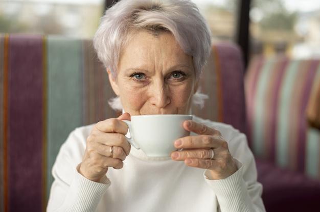 """Žena u pedesetima: """"Naučila sam reći NE i otarasila se 10 iritantnih navika"""""""